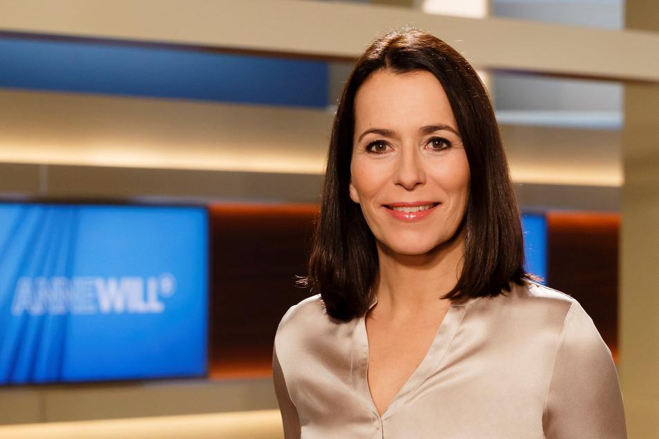 """""""Anne Will"""" ist die Talksendung mit den meisten Zuschauern und der größten Aufmerksamkeit. Die Moderatorin ist oft ziemlich staatstragend, sie kann aber auch bissig sein."""