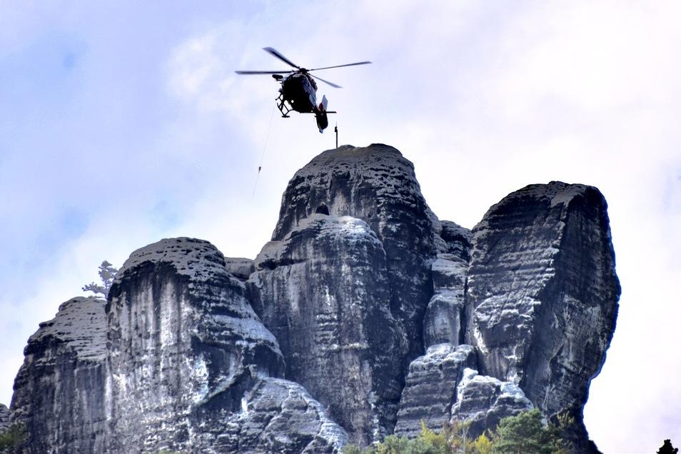 Der verunglückte Klettere wurde mit einem Rettungshubschrauber geborgen. Versuche, den 34-Jährigen wieder zu beleben, blieben jedoch erfolglos.