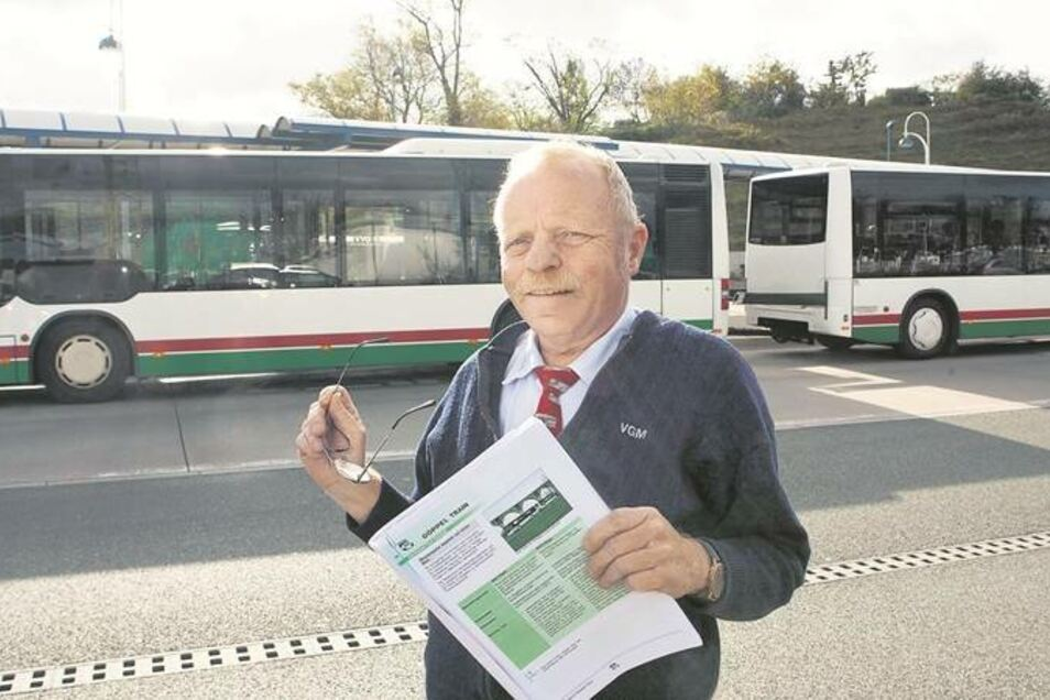 Ulrich Liebisch ist seit 34 Jahren Busfahrer. Er hat in seinem Leben schon viele Busse gelenkt. Von dem alten neuen Bus mit Anhänger ist er begeistert. Trotz seiner Überlänge sei das Gespann extrem wendig und auch in engen Straßen leicht zu steuern. Fotos