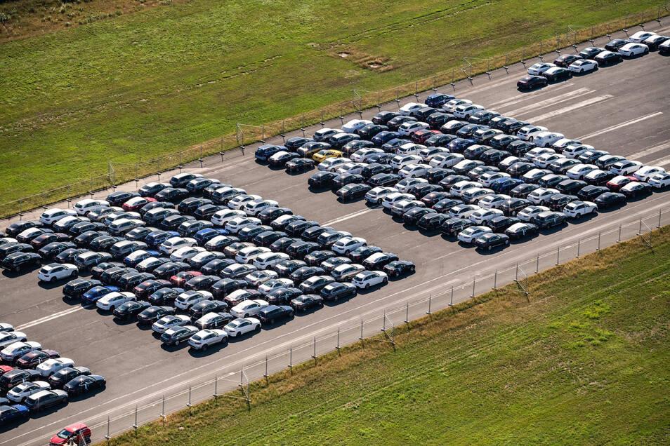 Neuwagen auf Halde im VW-Auslieferungslager Lehrte. Die Autobauer hoffen auf finanzielle Kaufanreize vom Staat.