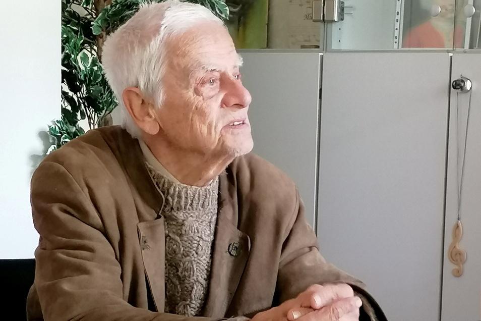 Johannes Oelsner gibt im Alter von 90 Jahren noch Geigenunterricht an der Döbelner Musikschule.