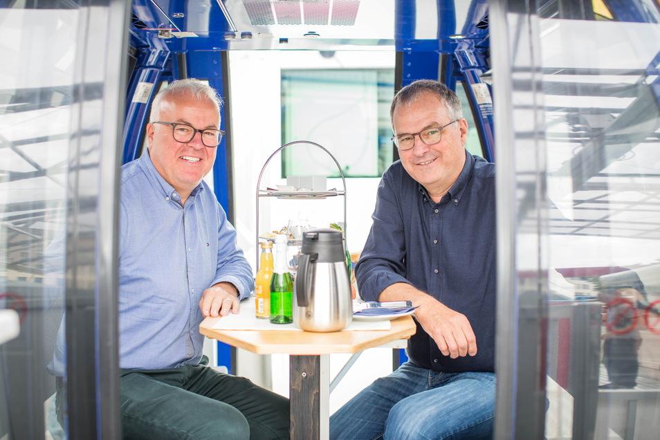Der Dresdner Eventmanager Frank Schröder (l.) und Riesenrad-Betreiber Oscar Bruch freuen sich auf den Neustart.