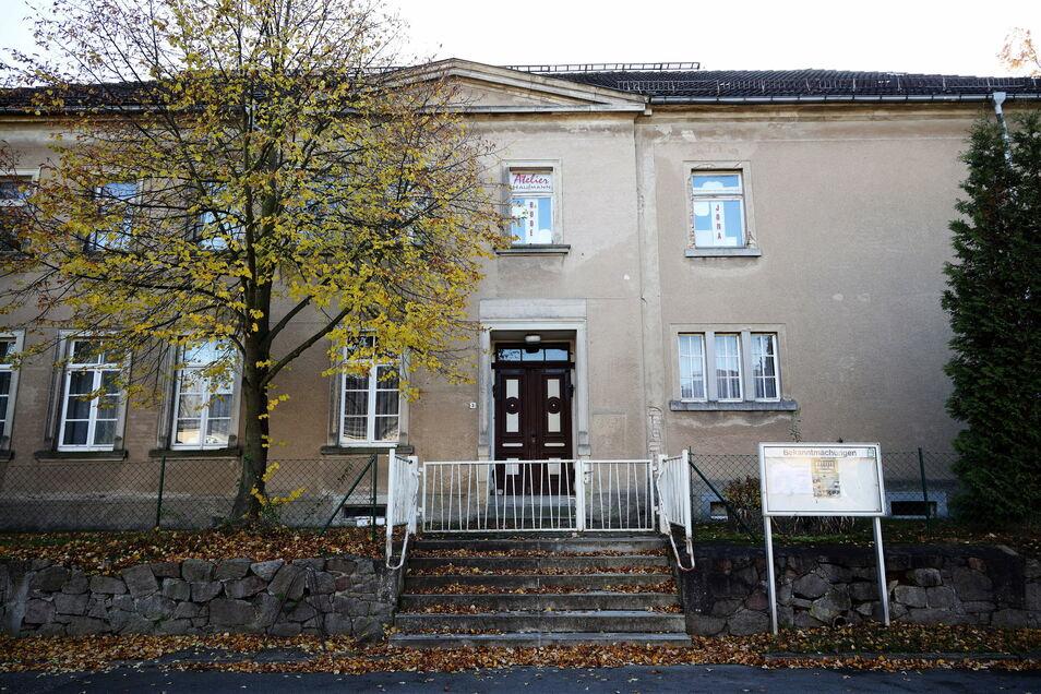 Schule war es mal, Schule soll es werden: In diesem denkmalgeschützten Gebäude im Riesaer Ortsteil Jahnishausen will ein Verein eine Freie Grundschule gründen.