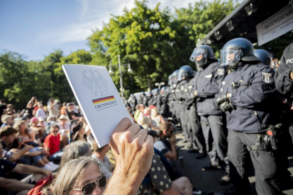 Die Kundgebung gegen die Corona-Maßnahmen in Berlin wurde von der Polizei aufgelöst.