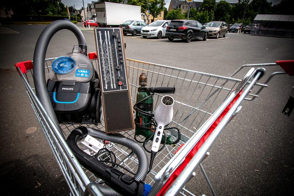 Ab kommendem Jahr müssen Supermärkte, die Elektrogeräte verkaufen, auch solche Altgeräte zurücknehmen.