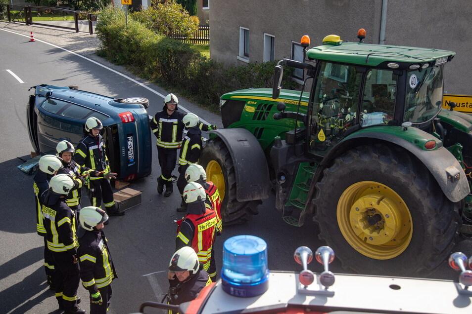 Am Sonntag um die Mittagszeit kollidierten in Putzkau ein Audi und ein Traktor.