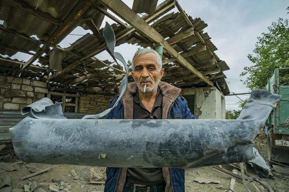 Sein Haus wurde durch den Beschuss der aserbaidschanischen Armee in Martuni zerstört.