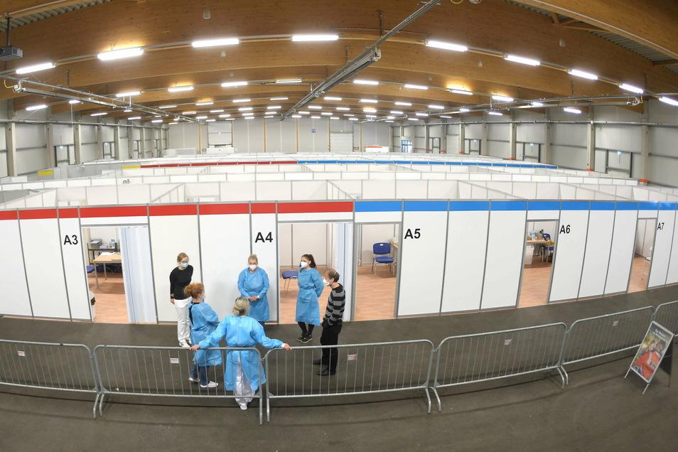 In der Messehalle Löbau kann sich jeder noch wochenlang impfen lassen.