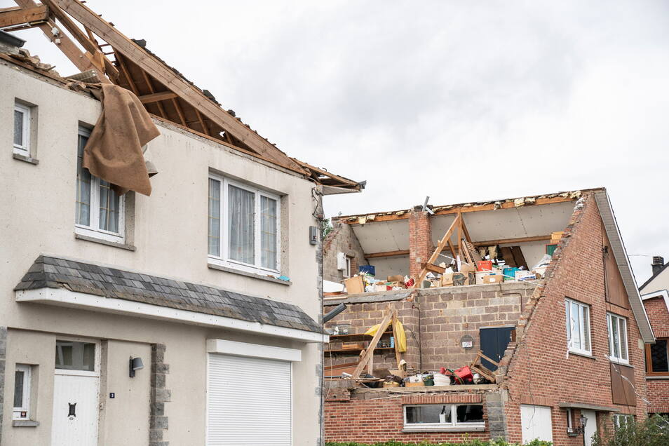 Beauraing: Diese zwei Häuser sind abgedeckt, nachdem ein Tornado in der Nacht durch den Ort fegte.