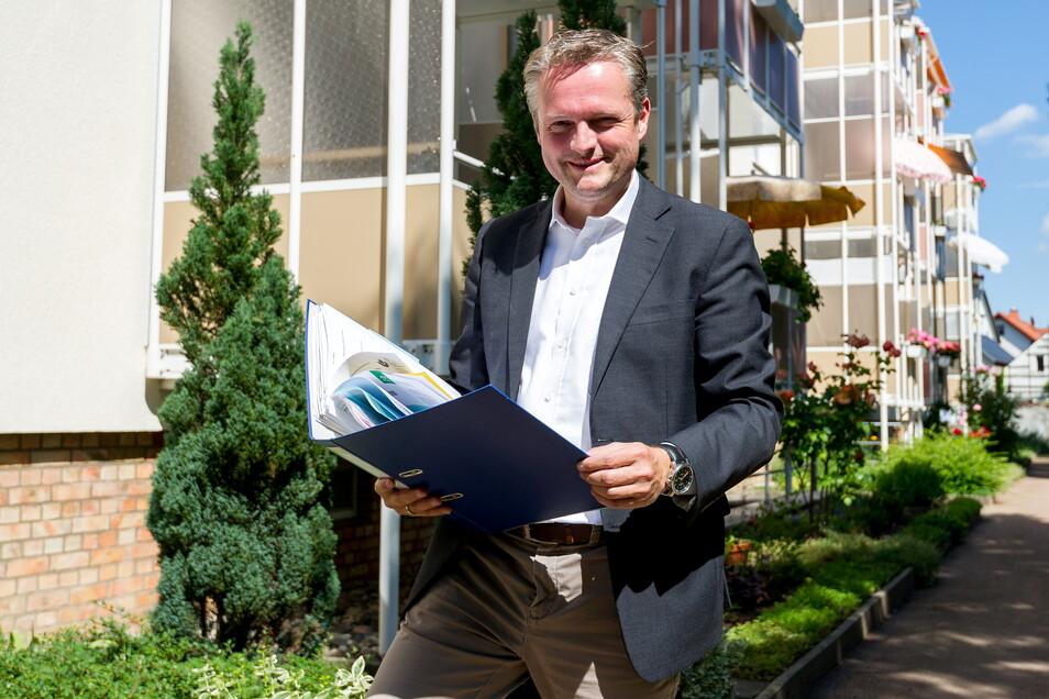 Jens Beck aus Radebeul ist als Sachverständiger von der IHK Dresden für die Bewertung von Grundstücken bestellt und vereidigt.