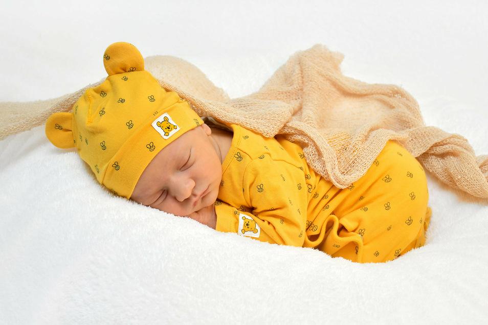 Henry, geboren am 13. Juli, Geburtsort: Freital, Gewicht: 3.140 Gramm, Größe: 49 Zentimeter, Eltern: Laura Handrack und Sebastian Müller, Wohnort: Dresden