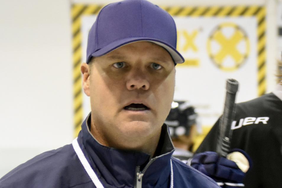 Bradley Gratton geht in seine erste ganze Zweitliga-Saison als Cheftrainer der Eislöwen. 2018 übernahm er sie zum 13. Spieltag.