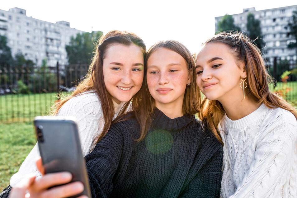Die Nutzung von sozialen Medien wie TikTok sollten Eltern nicht verbieten, sondern eher auf gemeinsame Entdeckungstour gehen.
