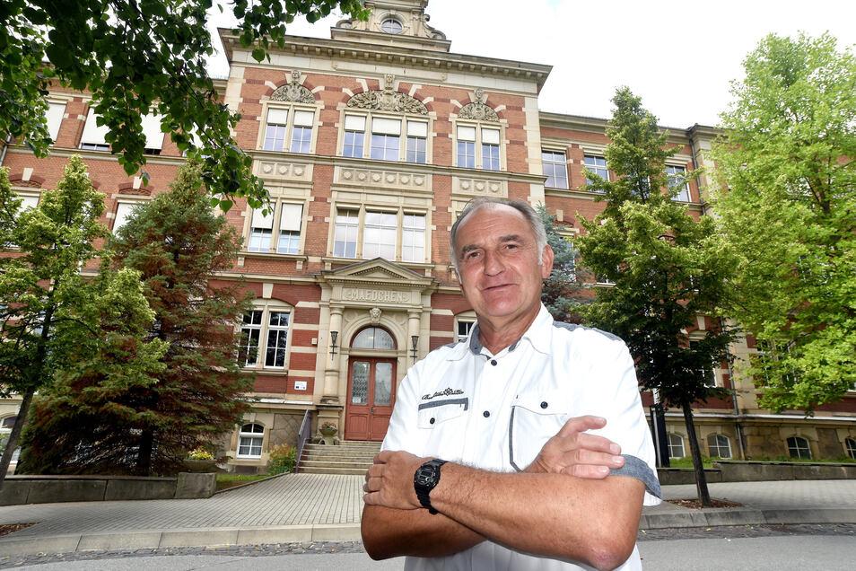 Hans-Jürgen Gerk hat sein ganzes Lehrerleben an der Löbauer Pesta verbracht. 30 Jahre hat er die Schule geleitet.