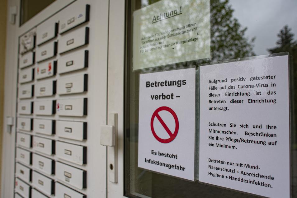 Zum ASB in Kamenz gehört auch ein Gebäude mit 33 altersgerechten Wohnungen. Dort warnt jetzt ein Schild: Betretungsverbot - Es besteht Infektionsgefahr.