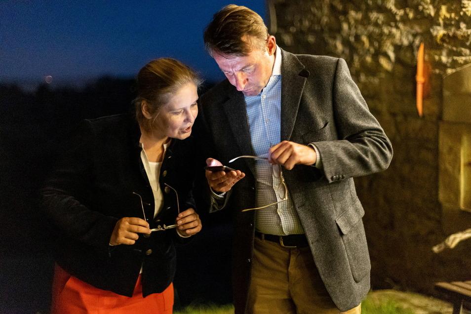 CDU-Direktkandidatin Corinna Franke-Wöller mit ihrem Mann, Innenminister Roland Wöller, bei der Wahlparty in Pesterwitz. Für sie breche keine Welt zusammen, wenn sie nicht in den Bundestag einzieht, sagte Franke-Wöller. Am Dienstag gehe sie ohnehin normal