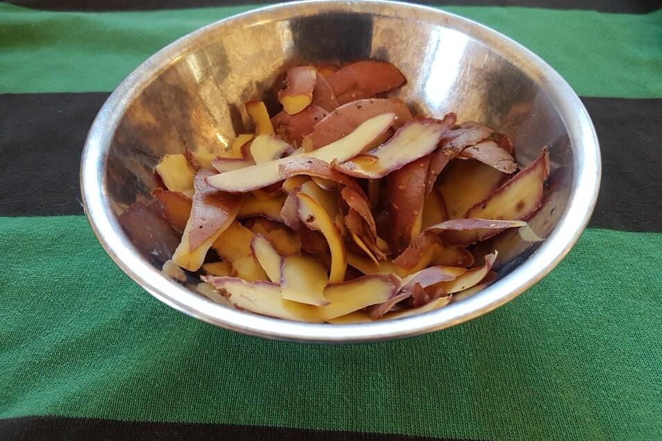 Normalerweise landen Kartoffenschalen schnell auf dem Kompost. Heute mal nicht.