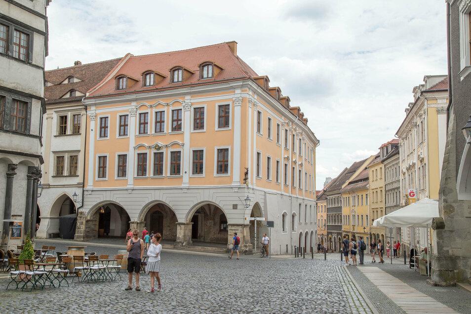Imposantes Gebäude am Untermarkt in Görlitz. Und doch kann von außen kaum jemand erahnen, wie riesig das Haus wirklich ist.