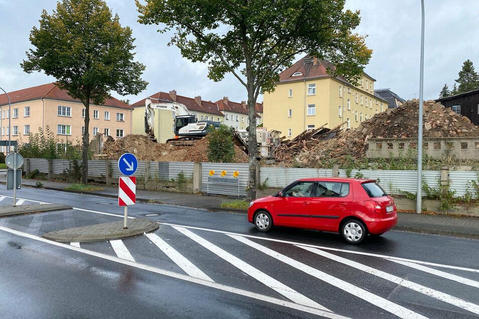 Eine Firma hat im Auftrag des Privatbesitzers die Häuser Äußere Weberstraße 78, 80 und 82 in Zittau abgerissen.