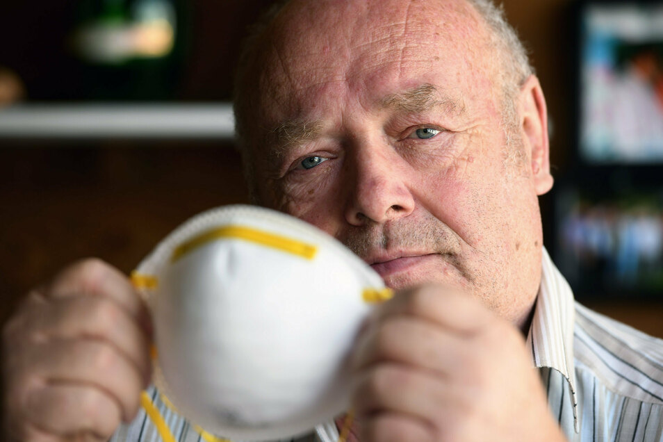 Rentner Werner Seifert aus Eibau ist per Attest von der Maskenpflicht befreit - Ärger hat er deswegen trotzdem.