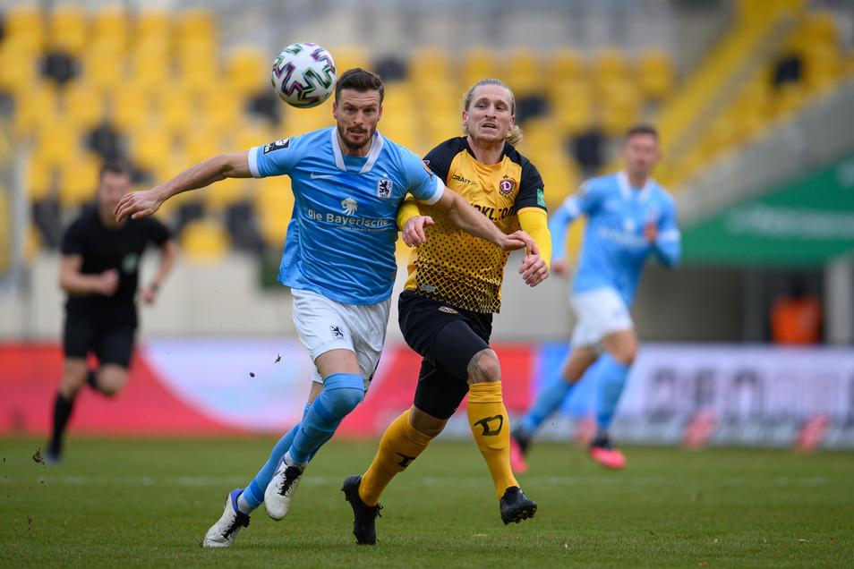 Der Rückkehrer gegen den Ex-Dynamo: Marvin Stefaniak kann sich zumindest in diesem Zweikampf gegen Quirin Moll nicht durchsetzen.