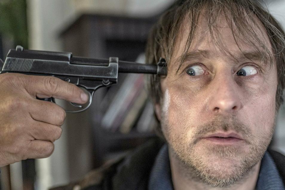 Was Sörensen (Bjarne Mädel) nicht weiß: Die Waffe ist nicht geladen, später schon, wenn sie einen Täter und dann ihren Besitzer richtet.