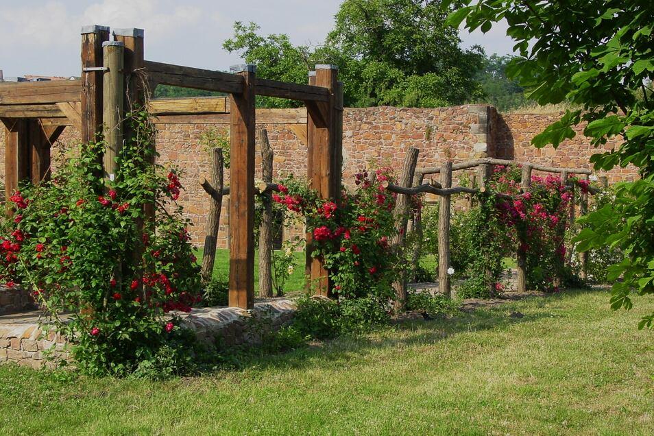 """Das Kloster """"Heilig Kreuz"""" bietet für Feiern, Tagungen und jegliche Veranstaltungen ein tolles Ambiente."""