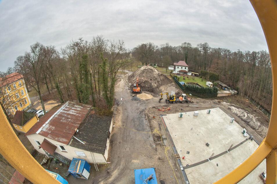 Die neue Sporthalle am Schloss in Kreba wächst. Daran hat auch Rietschen einen nicht unerheblichen Anteil.