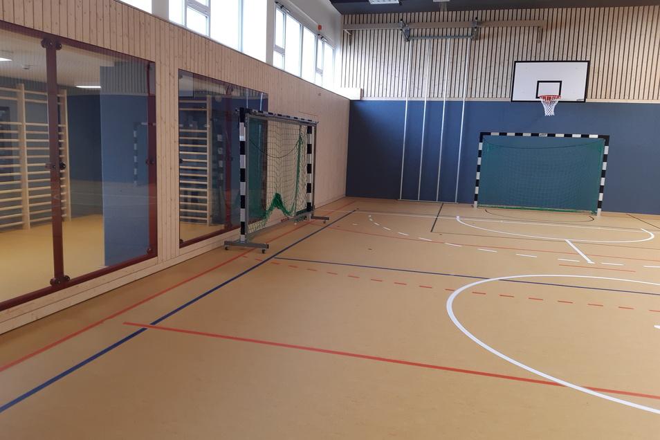 Die fertig sanierte Turnhalle in Nieder Seifersdorf wartet auf die Sportler. Über 1,3 Millionen Euro wurde in die umfassende Sanierung der Halle gesteckt.