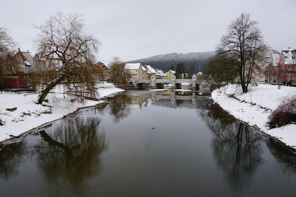 Die Gruppe war durch das verschneite Donautal gewandert. Hier ist die Stadt Tuttlingen zu sehen.