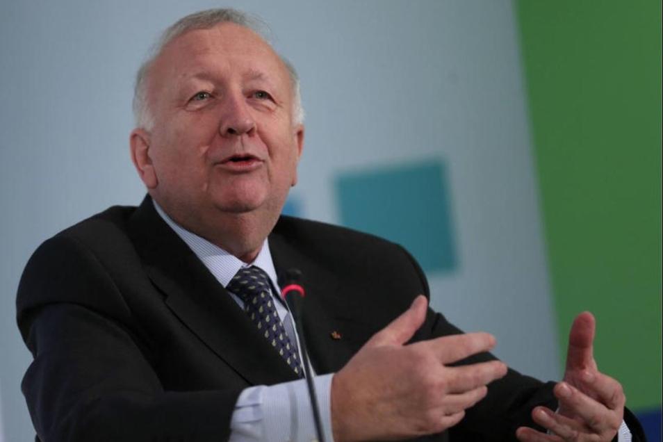Willy Wimmer saß 33 Jahre lang für die CDU als Experte für Sicherheitspolitik im Bundestag. Seine aktuellen Ansichten zur Weltlage sorgen hingegen öfters für Verwirrung.