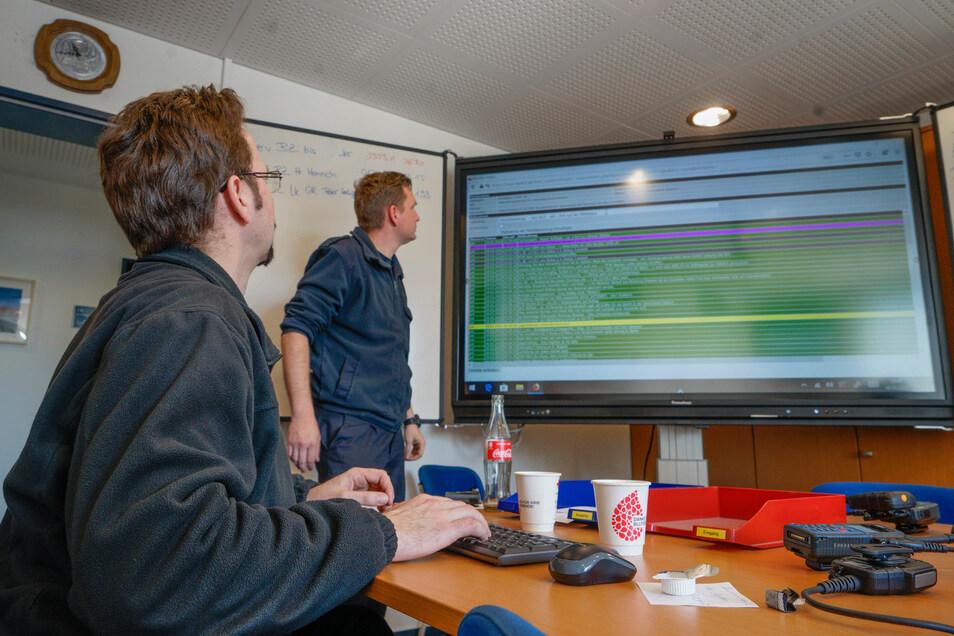 Die Zentrale der Feuerwehr in Bautzen: Hier laufen alle Informationen für den Einsatz der Helfer von ASB, DRK und Maltesern zusammen.