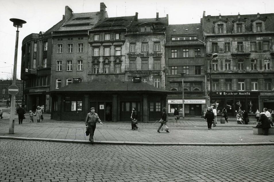 Demianiplatz im Januar 1990.