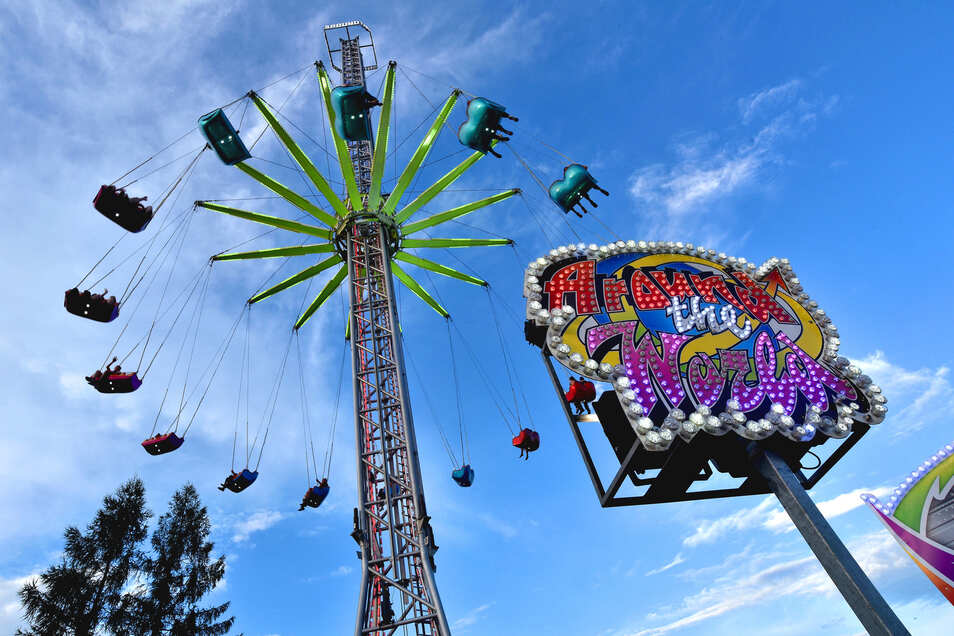Das höchste transportable Kettenkarussell (60m) steht an diesem Wochenende in  Neugersdorf-Ebersbach.