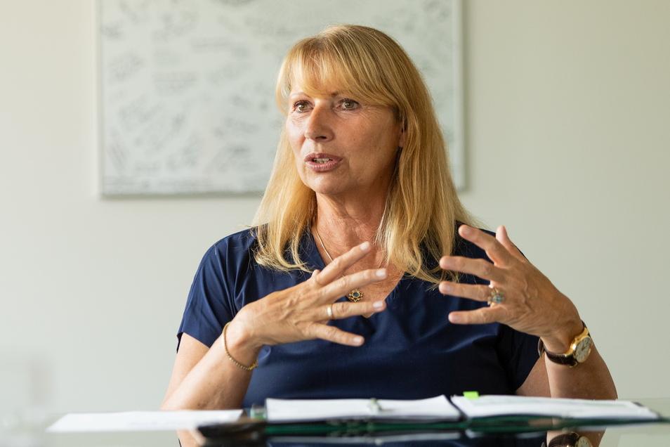 """""""Von den Leuten, die heute auf die Straße gehen, wird keiner verhaftet. Und die Meinungsfreiheit ist ein hohes Gut"""", sagt Sachsens Sozialministerin Petra Köpping."""