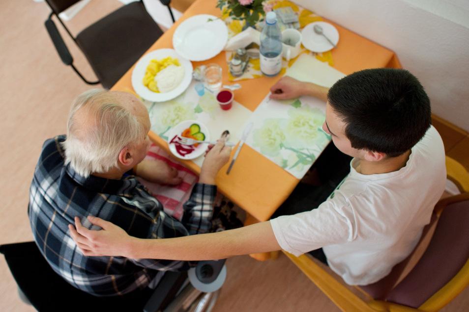 Plätze für das Freiwillige Soziale Jahr gibt es unter anderem in Pflegeheimen.