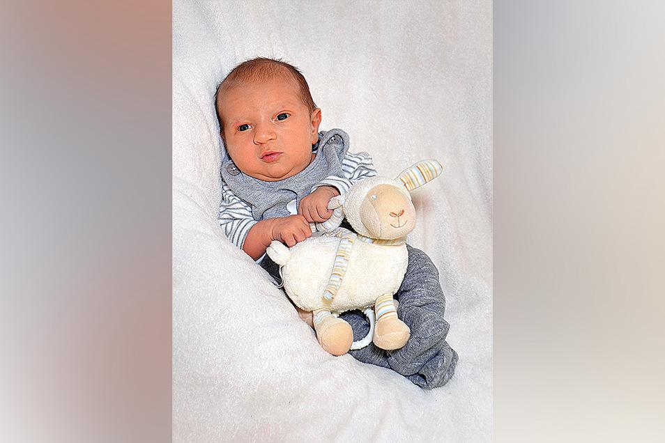 Frederik Chris, geboren am 12. März, Geburtsort. Dresden, Gewicht: 4050 Gramm, Größe: 50 Zentimeter, Eltern: Isabell & Chris Richter, Wohnort: Freital