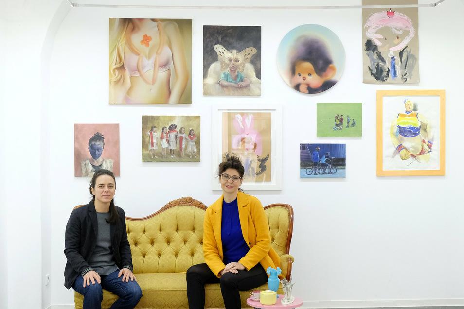 Ainara Torrano (l.) und Ursula Buchart präsentieren bis zum 21. November ihre Werke im Kunstverein in der Burgstraße 2.