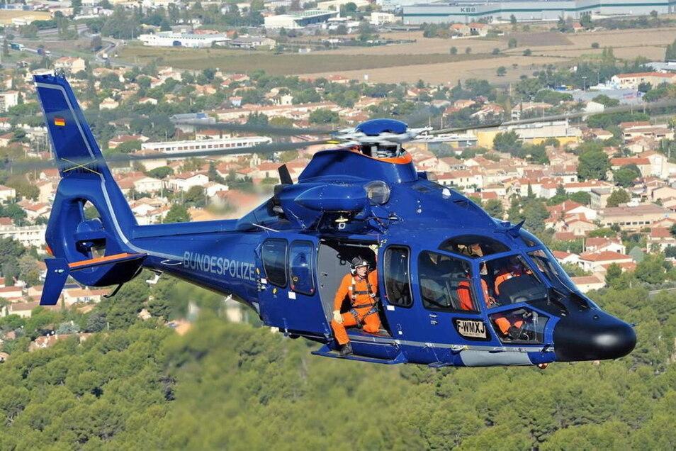 Mit so einem Eurocopter von Airbus Helicopters (Beispielfoto) war die Bundespolizei am vergangenen Sonntag im Einsatz. Es war ein Routineflug entlang der Bahnstrecke.