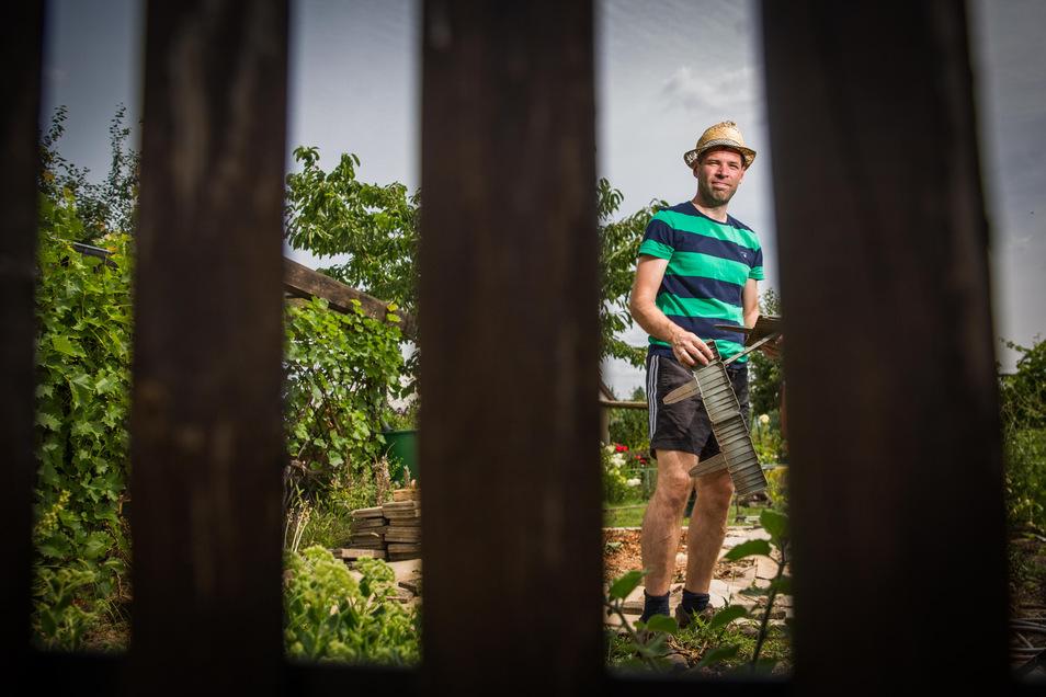 Manch einer fühlt sich hinter den Zäunen der Kleingartens eingesperrt. SZ-Redakteur Henry Berndt will die Gesetze einhalten.