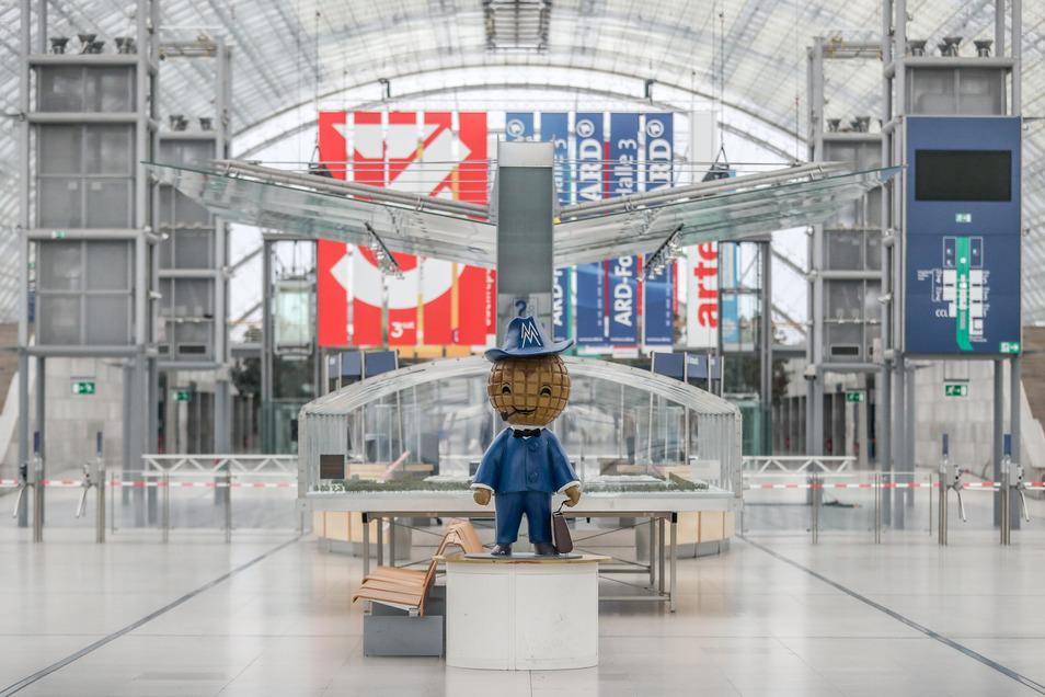 Nun bleibt das Messemännchen allein in der Glashalle, wo ab 12. März die Leipziger Buchmesse stattfinden sollte.