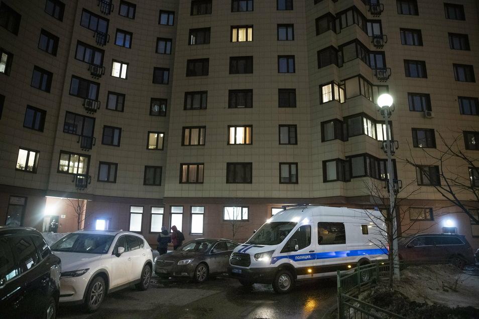 Die russische Polizei durchsuchte die Wohnung des inhaftierten Kremlkritikers Alexej Nawalny, eine weitere Wohnung, in der seine Frau lebt, und zwei Büros seiner Organisation.