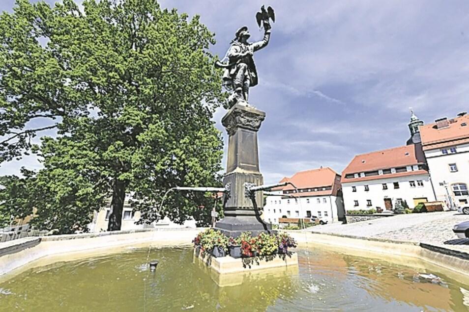 Brunnen wie auf dem Lauensteiner Markt Lauenstein wirken erfrischend.