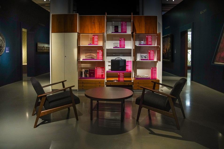 """Die Exponate sind ein Teil der Dauerausstellung des Museums, beziehungsweise bilden eine """"Intervention"""" in dieser."""