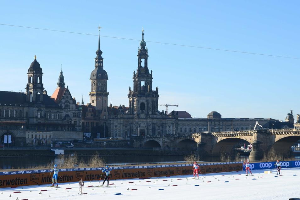 Zum vierten Mal findet an diesem Wochenende der Ski-Weltcup am Dresdner Elbufer statt. Rund 100 Athleten aus 21 Nationen sind diesmal am Start - mit direktem Blick auf die Altstadtkulisse.