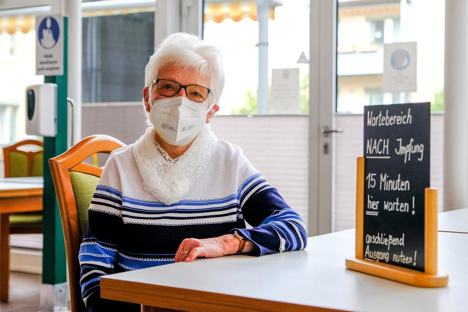 Rosemarie Mauer lebt im Seniorenwohnpark Lößnitzblick und möchte endlich die Corona-Schutzimpfung bekommen.