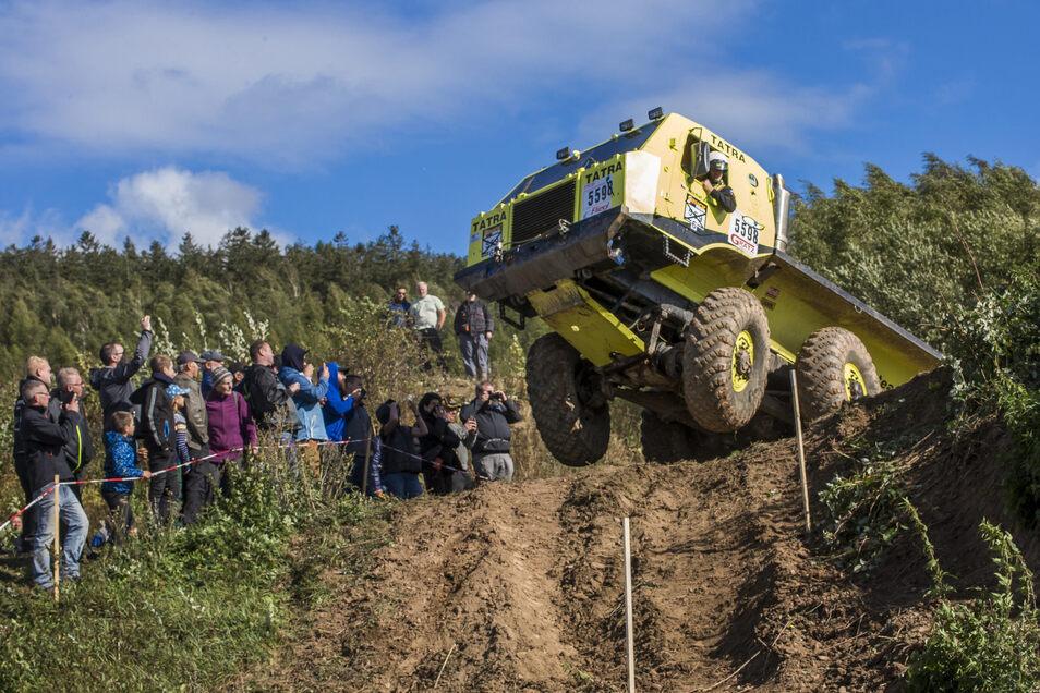 25  Teams zeigten ihr Können beim Saisonfinale der Motorsportart Truck Trail im Steinbruch  in Hartmannsdorf.