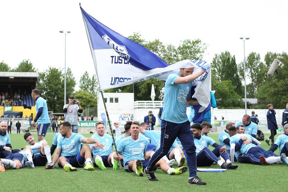 So ausgelassen feierten die Spieler der TuS Dassendorf nach ihrem 2:1-Sieg im Hamburger Landespokalfinale gegen Norderstedt. Haben sie gegen Dynamo wieder Grund dazu?