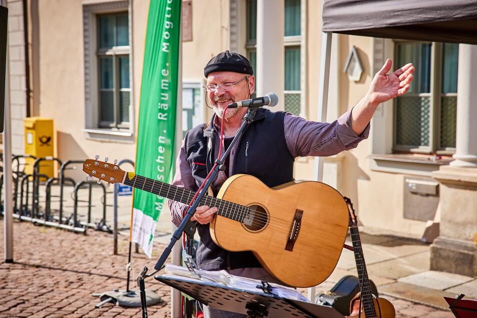 """Vom Musiker zum Versammlungsleiter - und zurück: Peter Lippert organisiert Pirnaer """"Anständige Konzerte mit Abstand""""."""