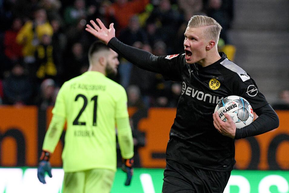 Dortmunds Neuzugang Erling Haaland kann bei seinem Bundesliga-Debüt gleich dreimal über Tore für den BVB jubeln.